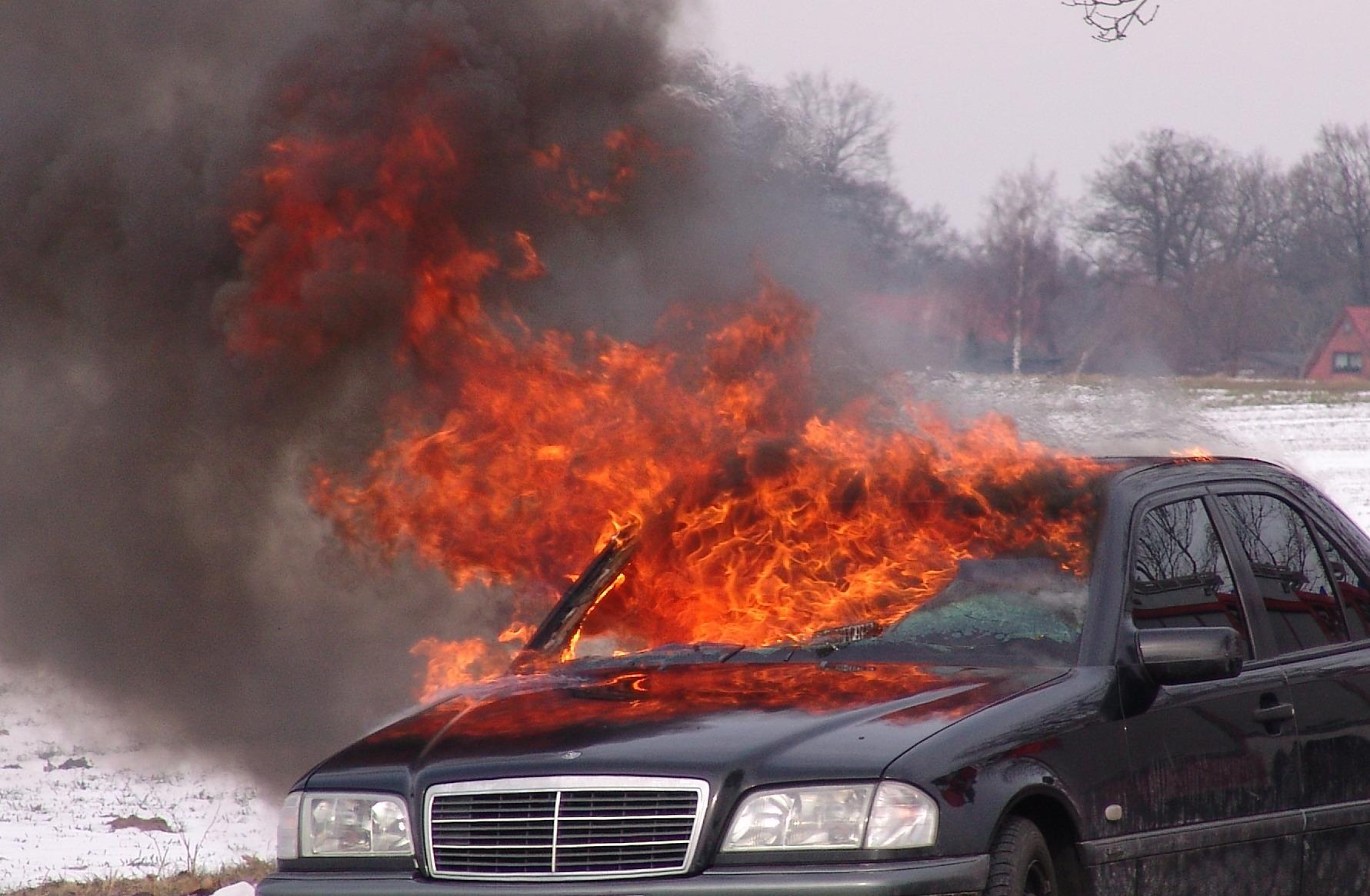 Symbolbild - Fahrzeugbrand 2