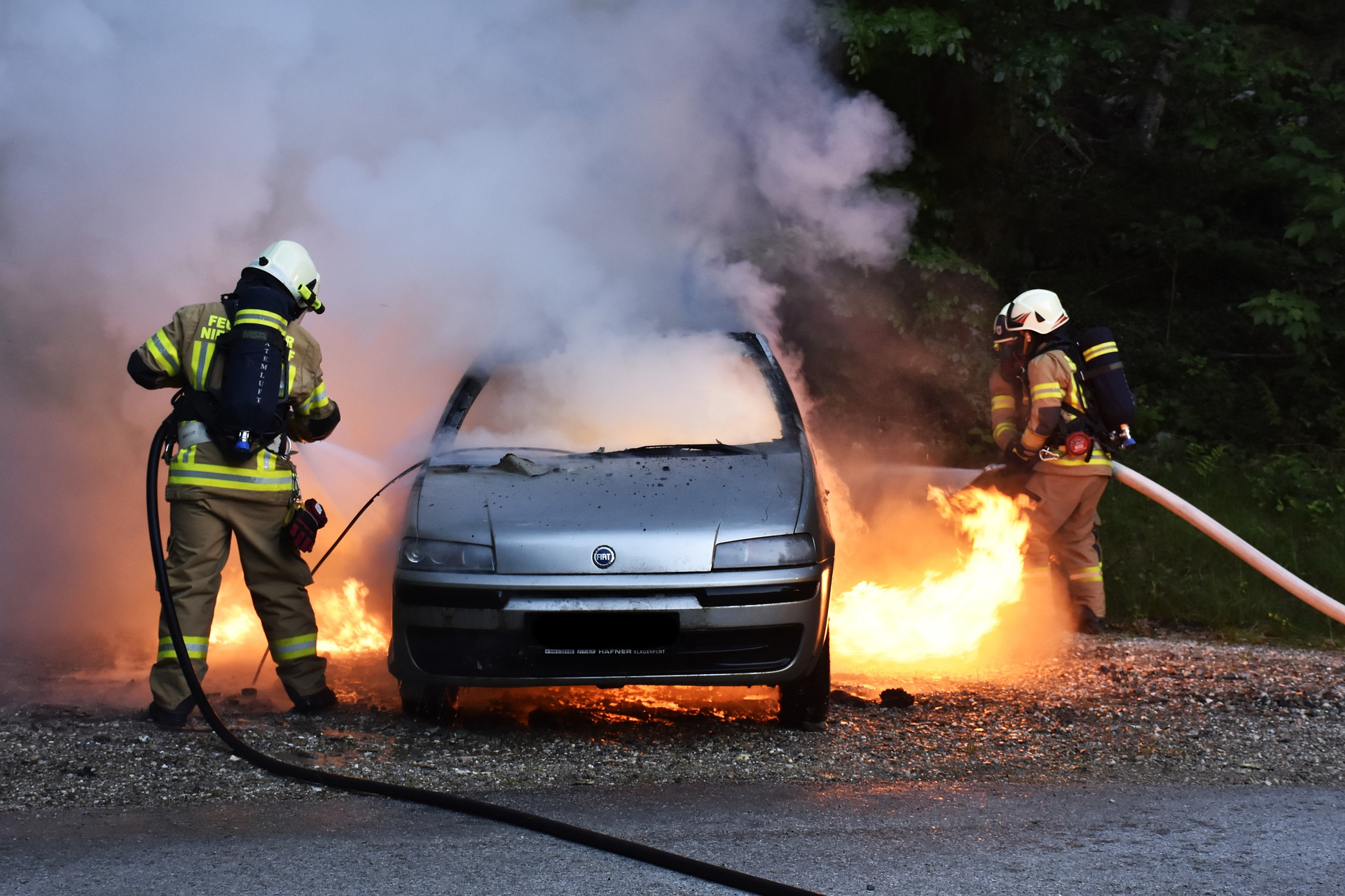Symbolbild - Fahrzeugbrand